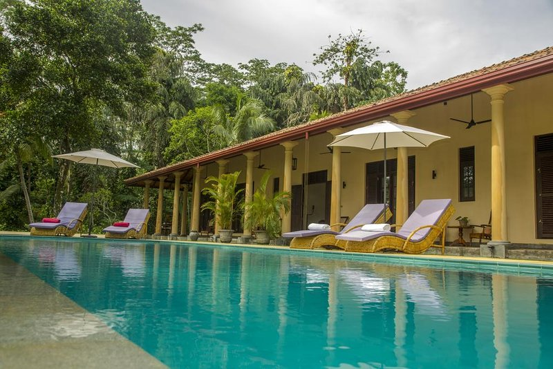 5 Bedroom Luxury Villa with Pool and Paddy View, holiday rental in Ahangama