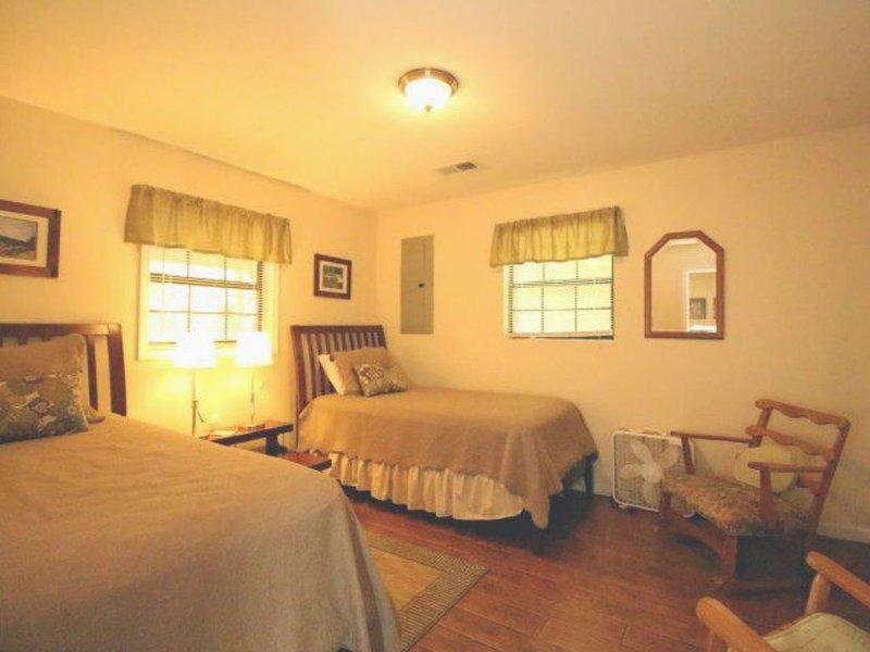 Tellico Beach Cabin - 2 Bedrooms, 1 Baths, Sleeps 4, vacation rental in Tellico Plains