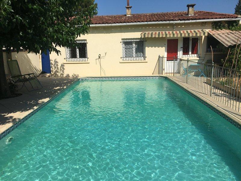 Maison de 45 m² avec piscine, holiday rental in Caveirac