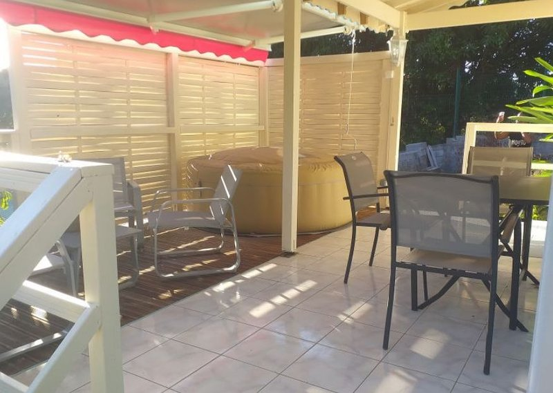 Beautiful studio with shared pool, holiday rental in Douville