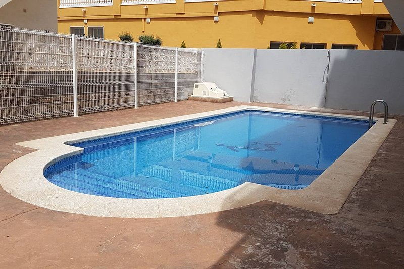 Amazing apt with pool access & Wifi, holiday rental in Cervera del Maestre