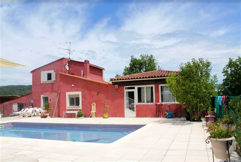 Spacious villa with swimming-pool, alquiler de vacaciones en Tourrettes