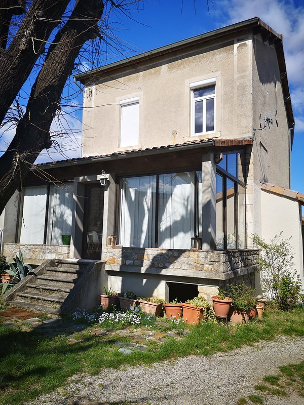 Nice house with terrace, holiday rental in Lachapelle-sous-Aubenas
