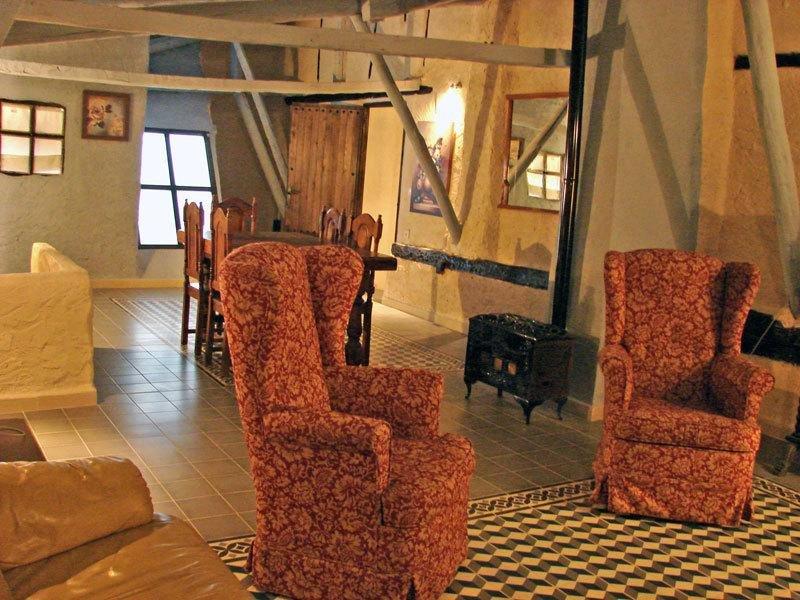 Spacious apartment in Valeria, location de vacances à Almodovar del Pinar