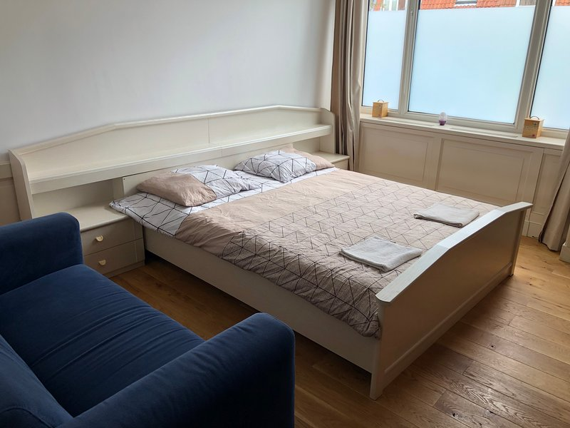 Spacious Room 15 minutes from Amsterdam Central!, holiday rental in Zaandam