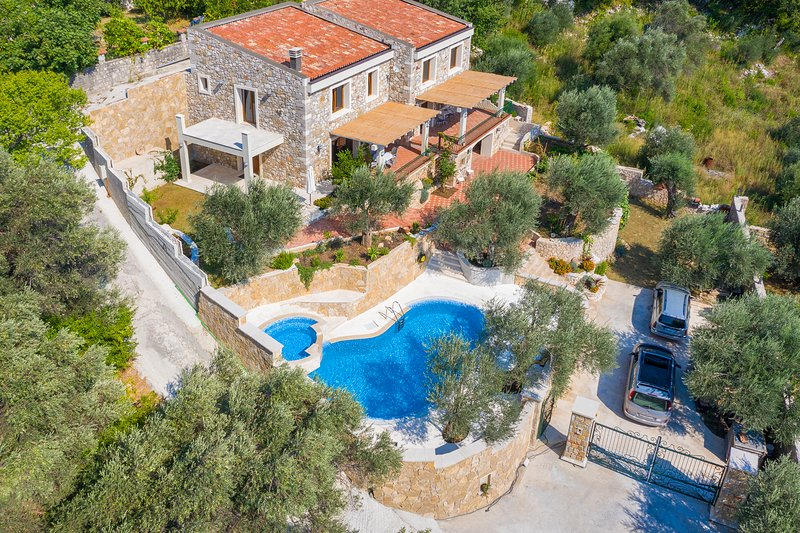 Three Bedroom Stone Villa with Pool and Sea View, holiday rental in Canj