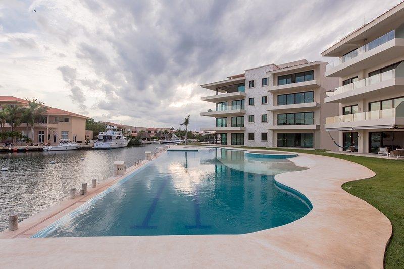 Quinta Aqua Condo B104, holiday rental in Puerto Aventuras