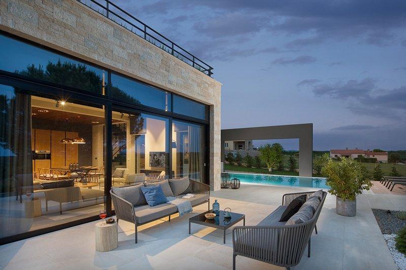 Beautiful Villa Caruso, in Istria, With a Pool, location de vacances à Jurazini