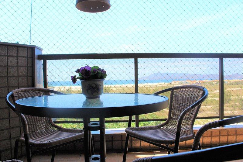 Bonito e confortável 3 quartos com Vista de Frente p/ Mar. Praia das Dunas, vacation rental in Cabo Frio