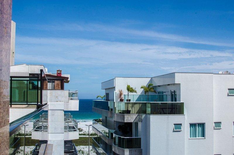 Linda e bem localizada 5 quartos com vista p/ Mar - Praia do Forte, vacation rental in Cabo Frio