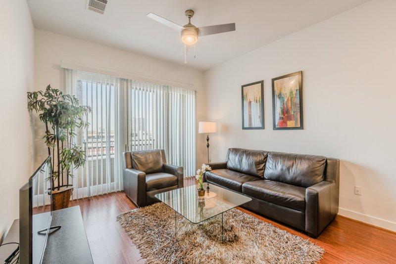 Regal Stays|1 Bedroom|1 Queen Bed|Walk Score 95/100|Uptown Dallas, alquiler de vacaciones en Highland Park