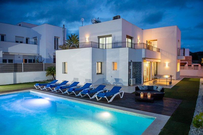 ⭐⭐⭐⭐⭐ *SANITIZED* PRIVATE POOL, IBIZA TOWN & TALAMANCA BEACH 10 MIN DRIVE, holiday rental in Ibiza