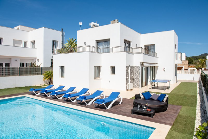 6 sun beds and 1 double day bed, provide perfect space for up to 6 people, lazing by the pool