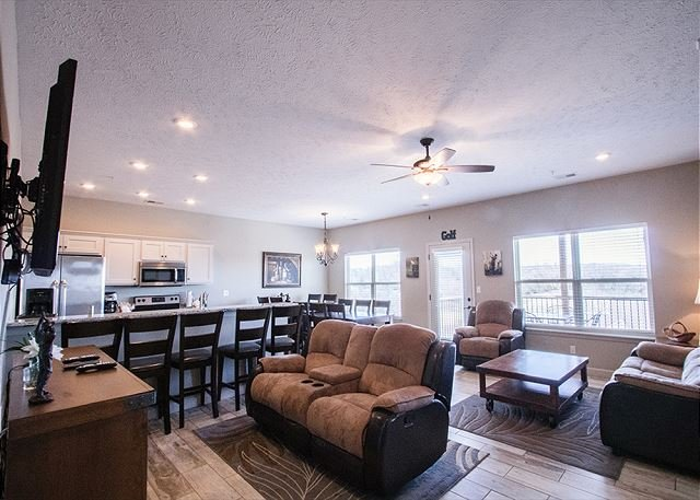 Spectacular 3 Bedroom Condo at StoneBridge Resort-Just minutes from SDC!, holiday rental in Galena
