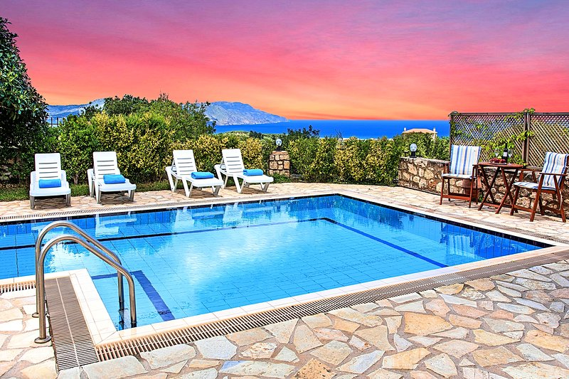 Blue Mare Villas with Private Swimming Pool, holiday rental in Kastellos