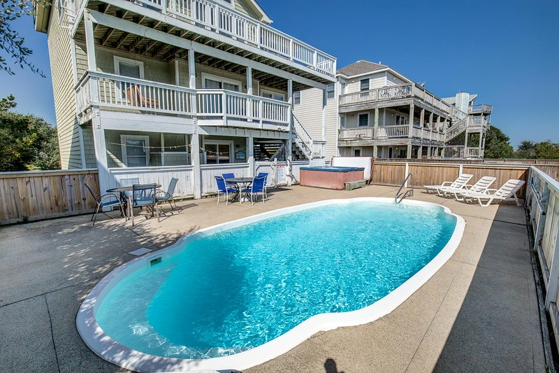 Southern Paws | 1800 ft from the beach | Dog Friendly, Private Pool, Hot Tub | C, holiday rental in Corolla