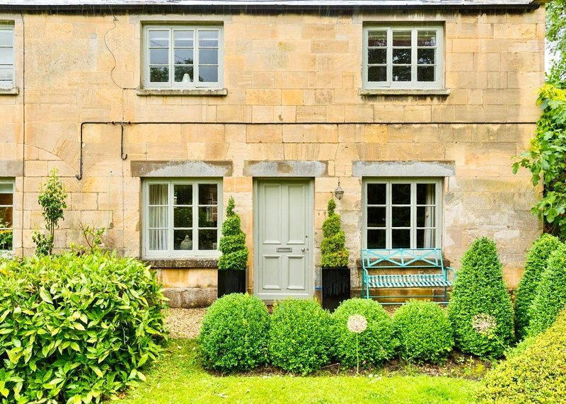 Coates Mill Cottage in the heart of the Cotswolds, vacation rental in Toddington