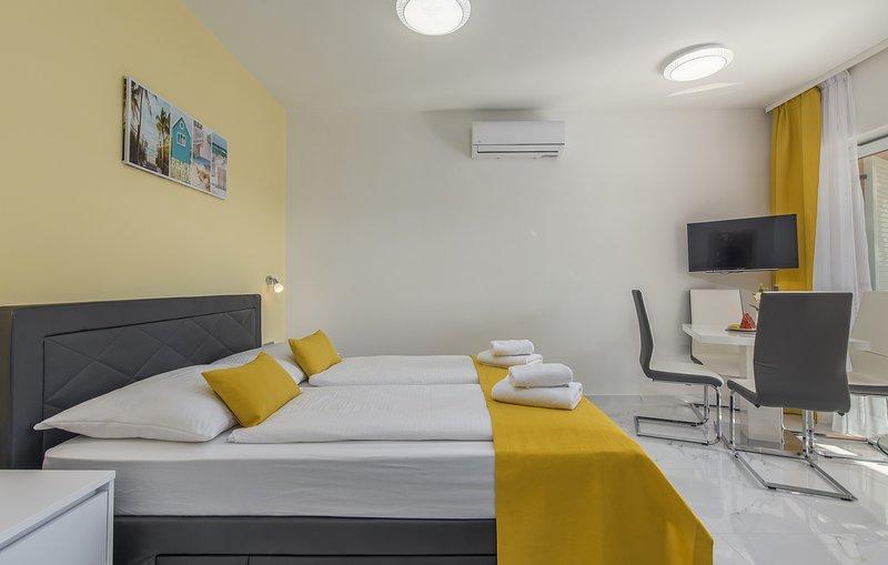 Villa Green Palm - Studio Apartment with Terrace (3), holiday rental in Vrsar