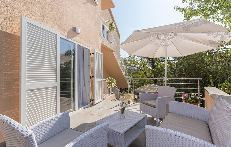 Villa Green Palm - Apartment with Terrace (4), holiday rental in Vrsar