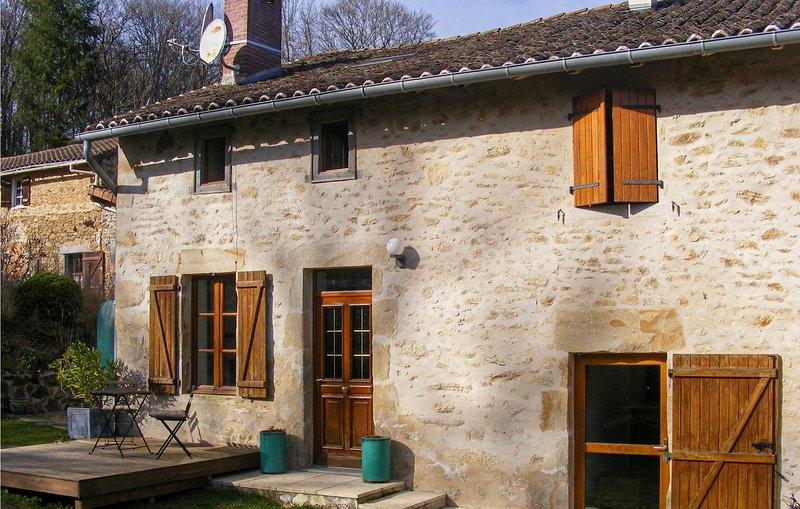 Awesome home in Nantiat with 2 Bedrooms (FSH047), location de vacances à Saint-Leger-la-Montagne
