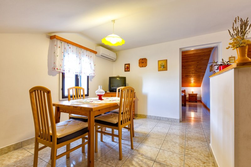 Holiday home 107540 - Holiday apartment 7812, vacation rental in Miholascica