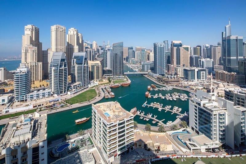 Spectacular Studio Apartment in Dubai Marina, alquiler de vacaciones en Jebel Ali