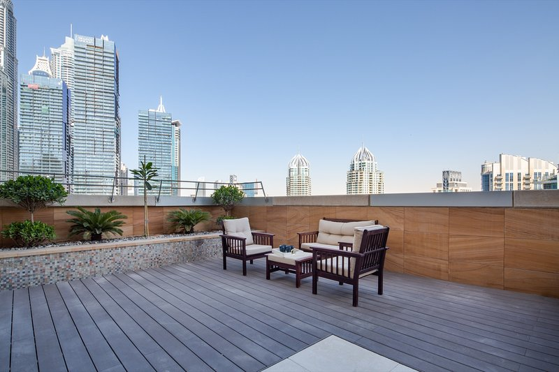 Exquisite 3BR in Dubai Marina With Stunning Views!, holiday rental in Jebel Ali
