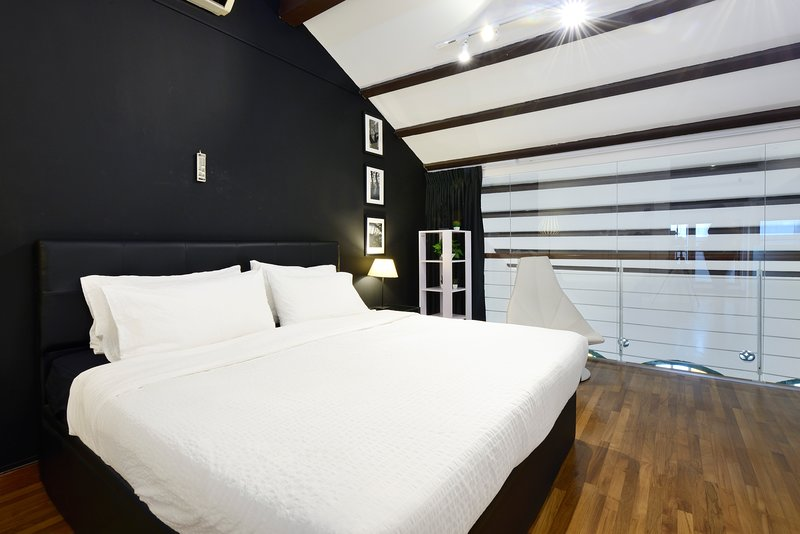 Malvern Studio in Colonial Heritage Shophouse, holiday rental in Singapore
