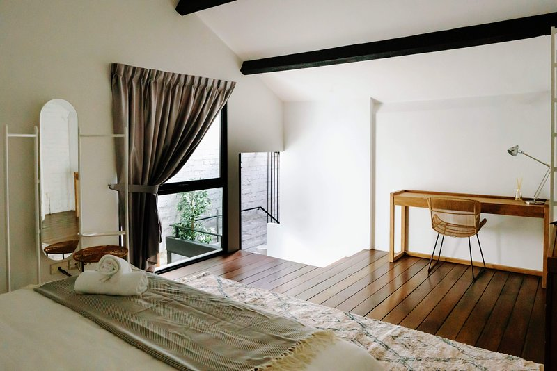 Banyan Room - Studio in Heritage Shophouse!, vacation rental in Singapore