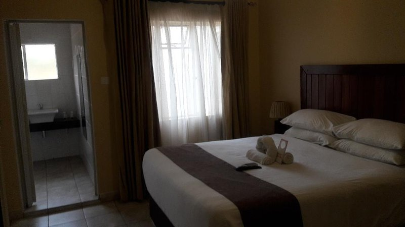 Pebble Rock Lodge Room 4, vacation rental in Bulawayo