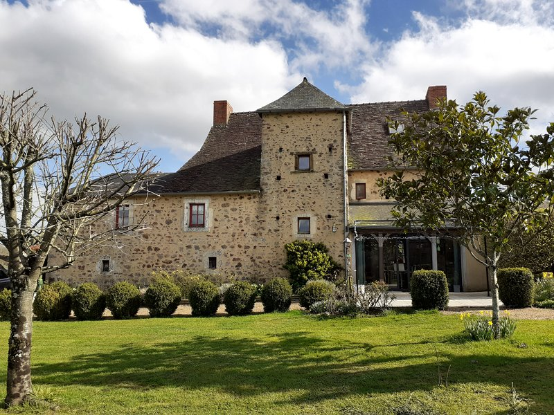 Le Chateau is a large village house set in the beautiful Pays de la Loire. ., holiday rental in Torce-Viviers- en-Charnie
