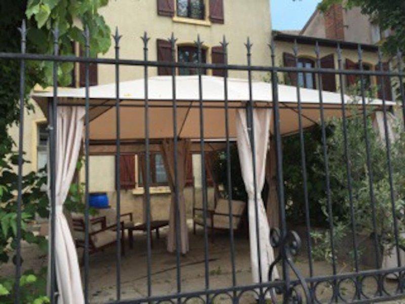 Amazing apartment in Roanne & Wifi, holiday rental in Saint-Jean-Saint-Maurice-sur-Loire