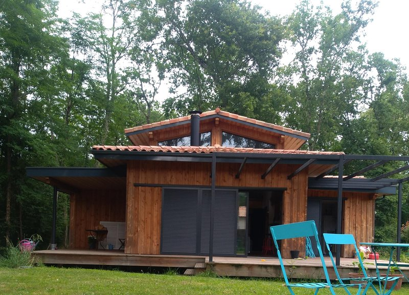 Amazing house in Saint-Selve & Wifi, alquiler vacacional en Pujols-Sur-Ciron