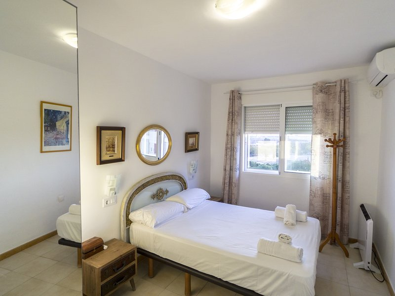 RentalSevilla Nice and cozy apartment next to Betis Stadium, location de vacances à Lora del Rio