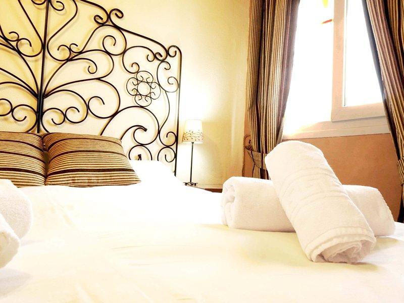 RentalSevilla 3 bedrooms in Triana next to the Guadalquivir, holiday rental in Olivares