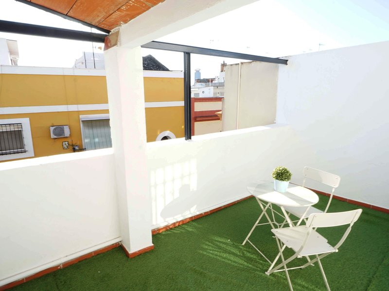 RentalSevilla Sunny Penthouse with terraze close to Alameda Square, vacation rental in La Campana