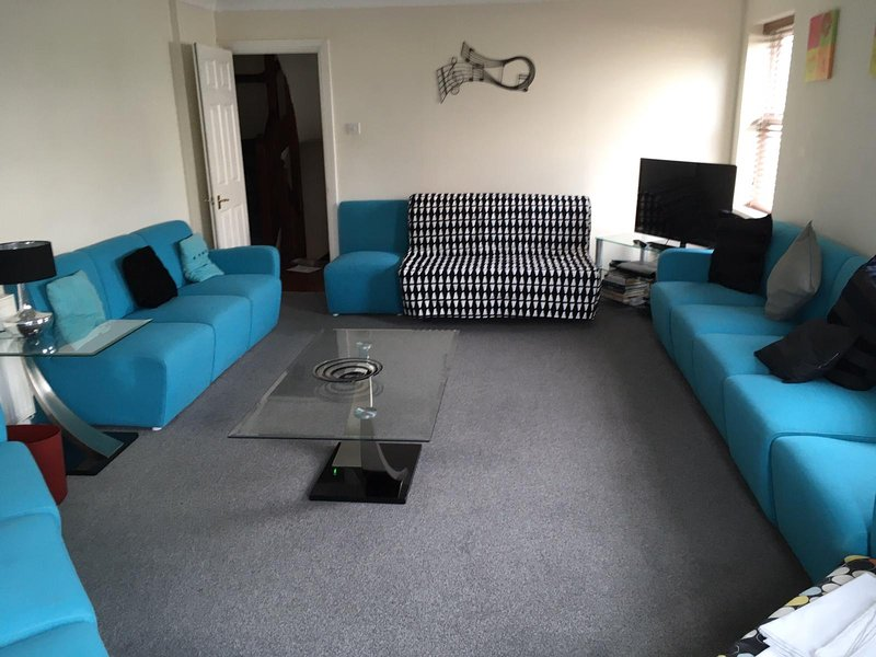 Southdown Villa - Sleeps 19 - large living & dining areas, location de vacances à Brighton and Hove