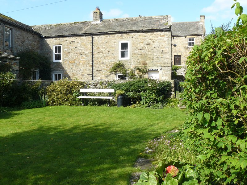 Devon Cottage, charming cottage in Gunnerside, with lovely garden, free wifi, holiday rental in Arkengarthdale