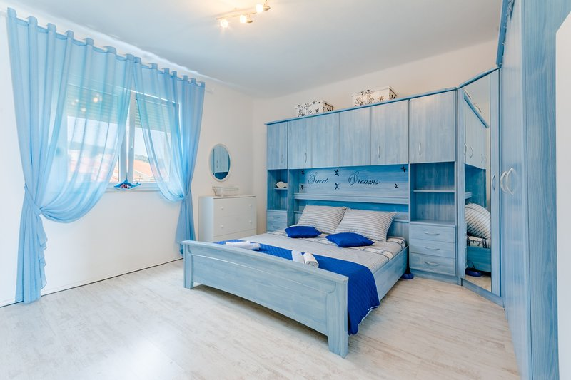 Apartment Nazor - Studio Apartment with Terrace, holiday rental in Split