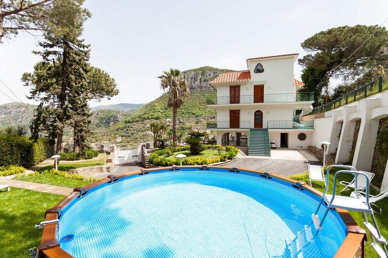 Villa Petra with private pool, holiday rental in Piano di Sorrento