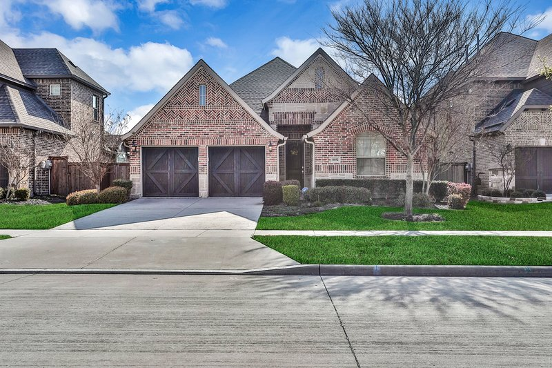 New listing! Frisco home w/ fireplace, backyard - close to Dallas North Tollway!, holiday rental in Aubrey