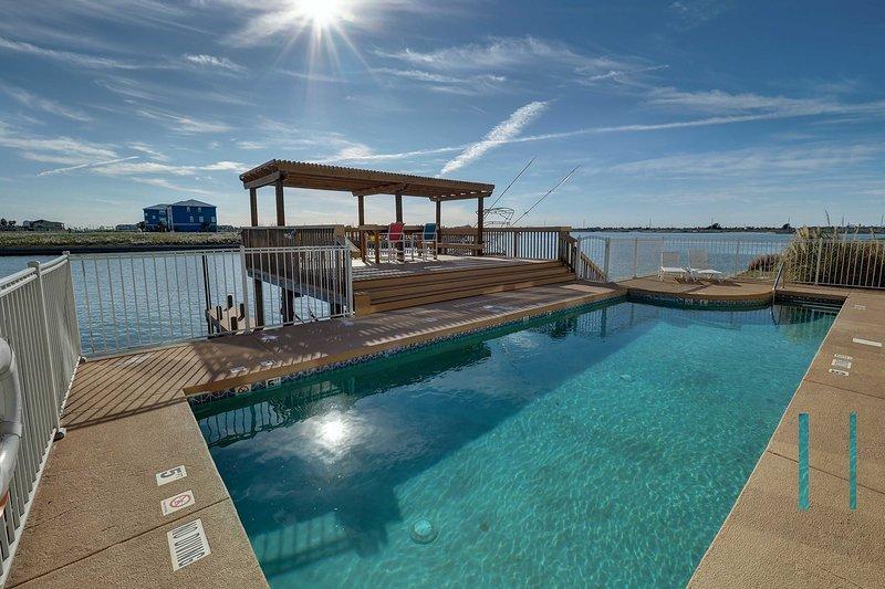 Trascorri del tempo rilassandoti a bordo piscina in questa casa vacanza del Corpus Christi!