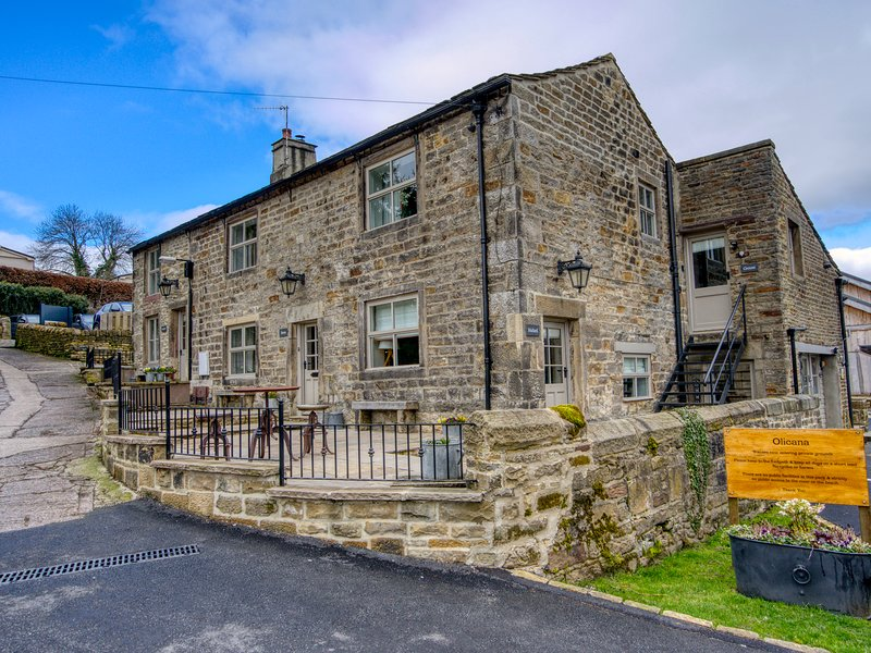 MALLARD, patio with furniture, pet-friendly, electric fire, Addingham, Ref, holiday rental in Addingham