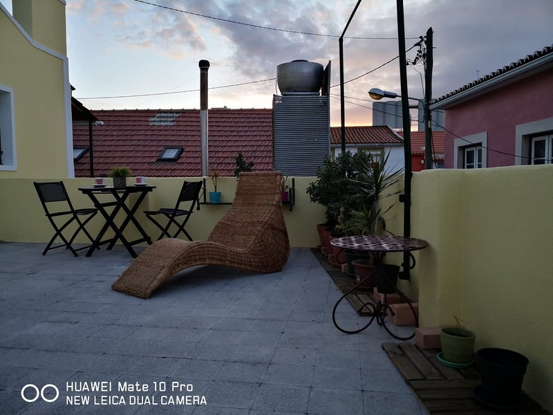 GUEST HOUSE TRAFARIA-LISBOA COSTA DA CAPARICA DE PRAIA, vacation rental in Almada