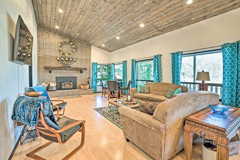 Mountain Escape - 7 Miles to Mission Ridge Resort!, location de vacances à Wenatchee