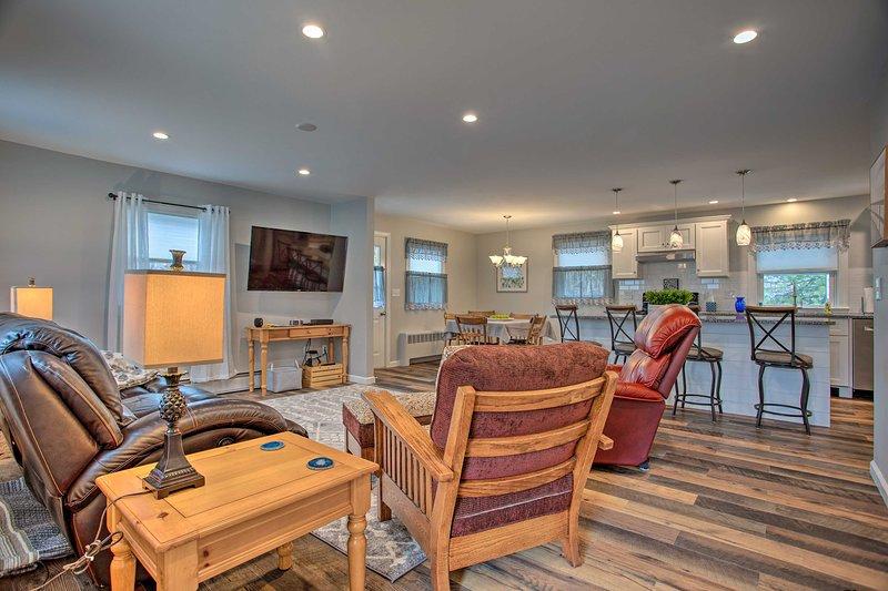 NEW! Quaint Mystic Home: Town, Mason's Island 1 Mi, aluguéis de temporada em Mystic