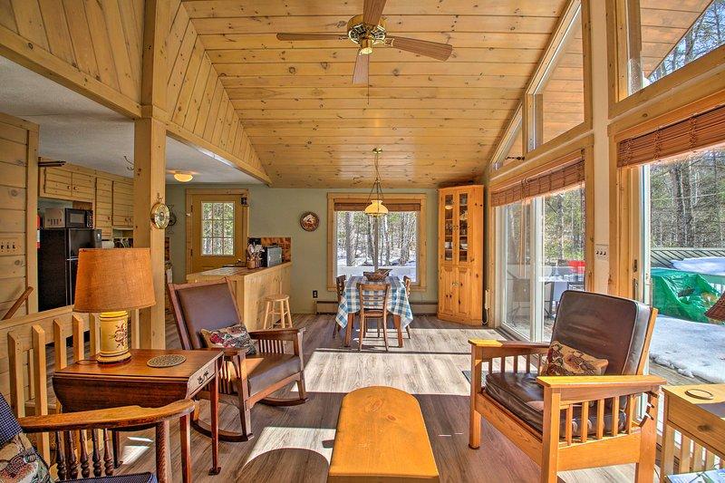 Planeje sua fuga de Long Lake para este aluguel de temporada rústico com 2 quartos e 1 banheiro.
