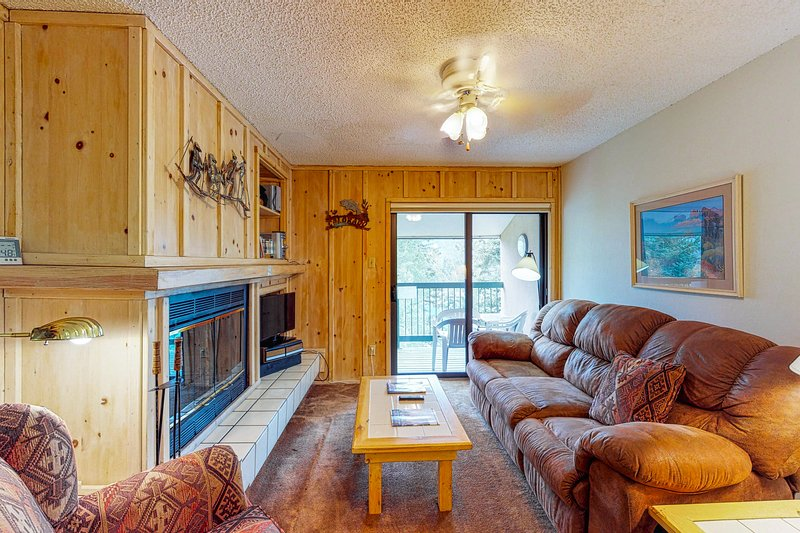 Family-friendly 3rd floor mountain condo w/ views - walk to the slopes!, holiday rental in Purgatory