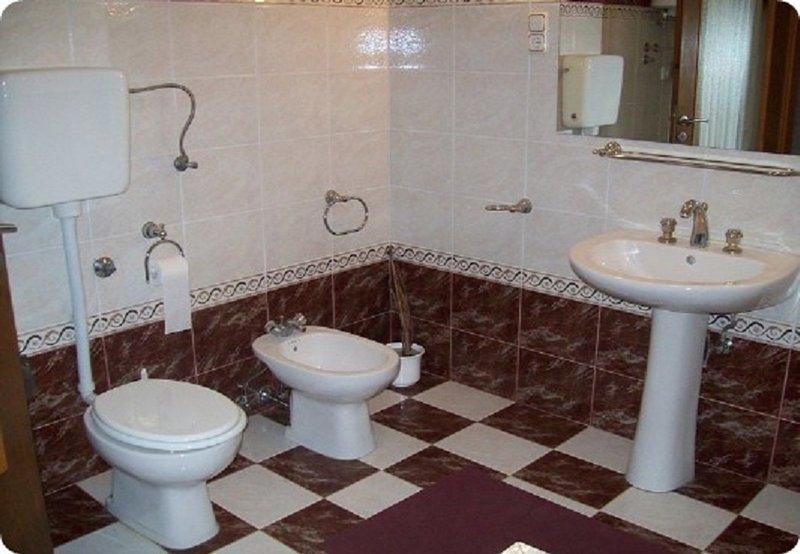 A1 (4): bagno con WC