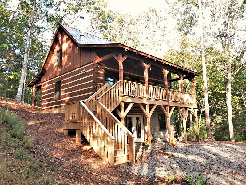 Cozy Family Cabin Overlooking the New River, holiday rental in Grassy Creek